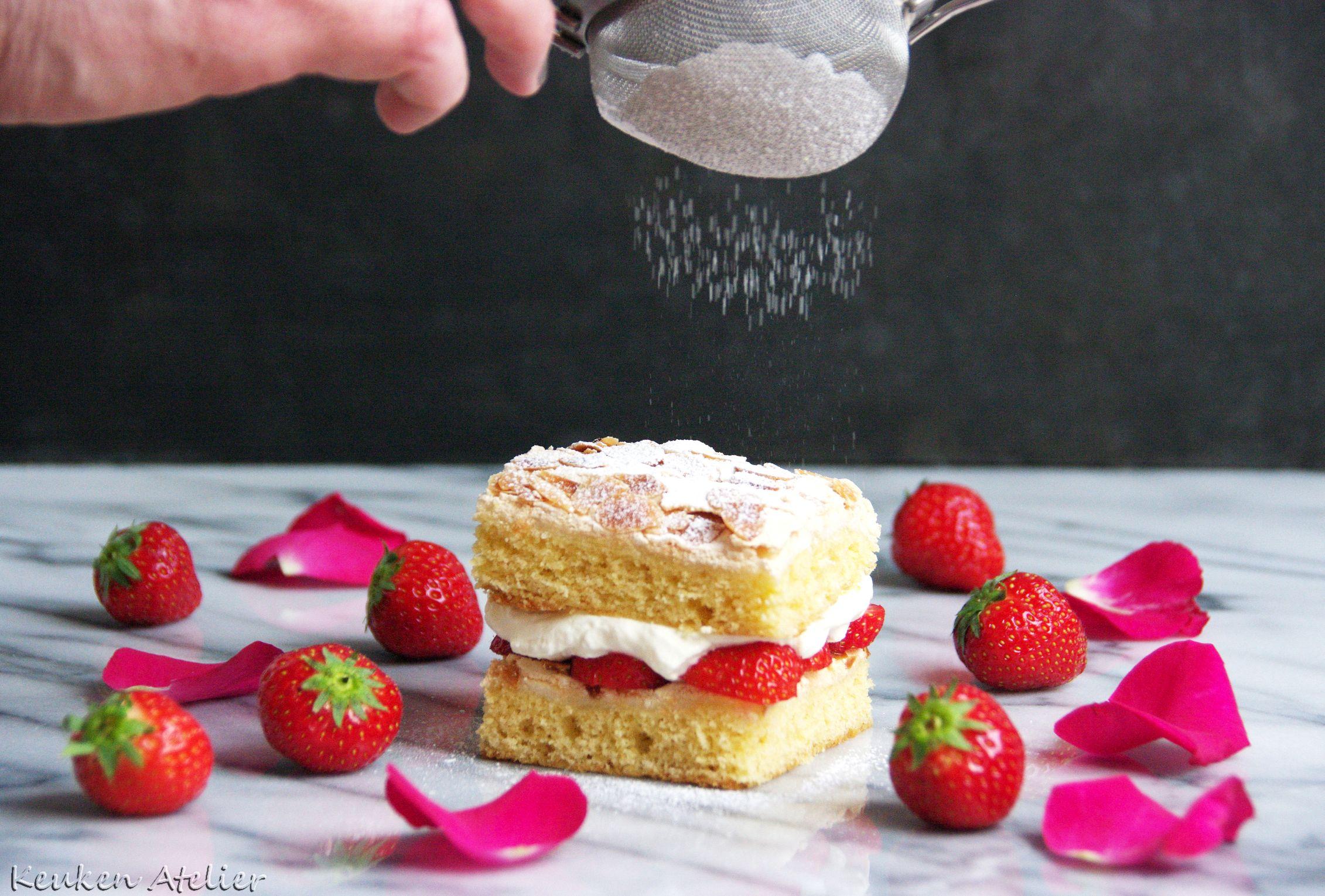 aardbeien rozen meringue cake 1