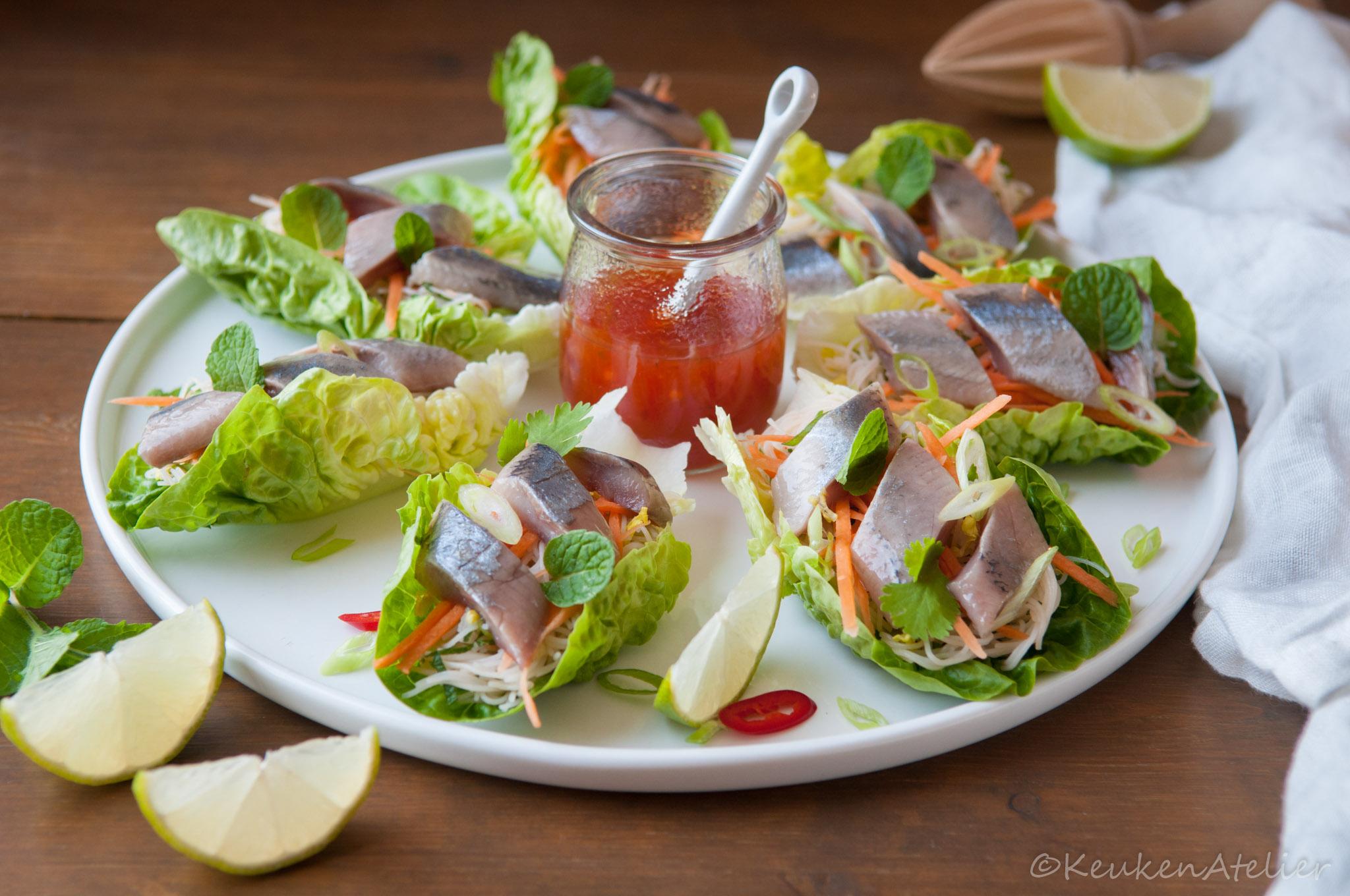 Aziatische sla wraps met haring | KeukenAtelier.com