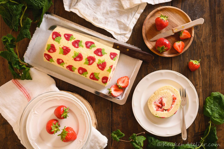 Aardbeien cakerol met decoratief patroon